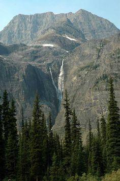 Make one of these beautiful waterfalls your next holiday destination! #holiday #travel #waterfalls #helmetfalls
