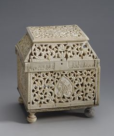 ...Casket Place of creation: Russia Date: Late 17th - early 18th century Material: bone Technique: carved and engraved Dimension: 14,5x12,5x10,3 cm
