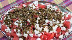 Anne Hjernøe anbefaler den flotte vandmelonsalat med feta og græskarkerne til sommerens retter. Brug den som tilbehør til grillmaden og nyd et glas rosé til