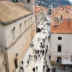 View of Placa street from on the top of Pile gate Dubrovnik Croatia 2015GW108 20150503 ドブロブニク旧市街のメインストリートであるプラツァ通りをピレ門の上から眺めてみました #best_photogram #ig_cameras_united #ig_worldclub #igcapturesclub #igglobalclub #igworldclub #thephotosociety #pixelearth #world_lenz #Dubrovnik #Croatia #hrvatska #placa #Pile #stonepavement #worldheritage #ドブロブニク #ドゥブロブニク #ドブロヴニク #ドゥブロヴニク #クロアチア #プラツァ通り #ピレ門 #石畳 #世界遺産 (by uedashi)