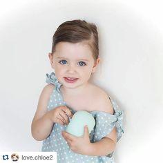 @love.chloe2  más love si cabe con nuestro mono de estrellas  !! Que bonita es y qué bien lo luce! Nos os perdáis su post en el blog de Chloe con todas las fotos. Gracias preciosas! Nos encantan!! #tenlittlewings #kids #fashionkids #blogger #instakids #deco #modainfantil