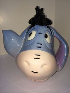 VERY RARE DISNEY SHOWCASE COLLECTION EEYORE FACE / HEAD TEAPOT by CARDEW in 2000