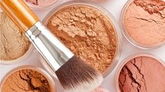 Recipe for homemade foundation, using only edible and natural ingredients. Make a natural foundation. Source by lemetayermarie How To Wear Makeup, How To Apply Makeup, Diy Makeup, Makeup Tips, Applying Makeup, Makeup Ideas, Base Natural, Natural Make Up, Best Natural Foundation
