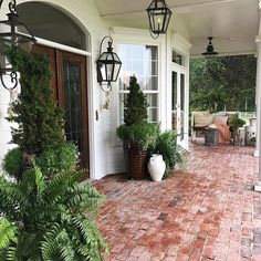 30 Wonderful Spring Garden Ideas Curb Appeal Planting one tree isn't a hu Building A Porch, Patio Interior, Brick Patios, Brick Porch, Porch Stairs, Porch Roof, Porch Lighting, Lighting Ideas, House Lighting