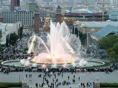 Espectacular fuente en Montjuic, Barcelona
