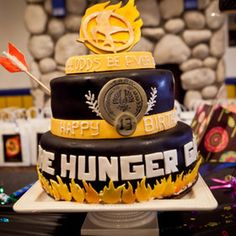 I definitely am thinking about having a hunger games: catching fire cake since my birthday is a little bit before the premiere of the movie! Hunger Games Party, Hunger Games Cake, The Hunger Games, Hunger Games Trilogy, Cute Cakes, Fancy Cakes, Cake Pops, Fire Cake, Movie Cakes