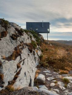 Cliff House by MacKay Lyons Sweetapple Architects Contemporary Cabin, Contemporary Architecture, Landscape Architecture, Architecture Design, Cliff House, Container Architecture, Exterior Cladding, Cabins And Cottages, Architect House