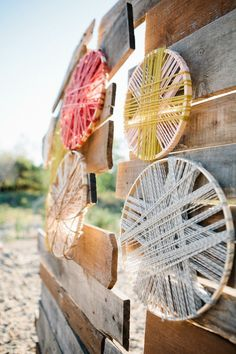 love this use of embroidery hoops. from a desert styled photo shoot. styling by whit mitt design and events. Diy Design, Floral Design, Design Art, Crafty Craft, Crafty Projects, Crafting, Yarn Crafts, Diy Crafts, Embroidery Hoop Crafts