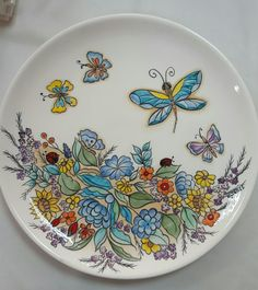 çini Hand Painted Dishes, Painted Plates, Hand Painted Ceramics, Plates On Wall, Dot Art Painting, Pottery Painting, Ceramic Painting, Ceramic Art, Sharpie Plates