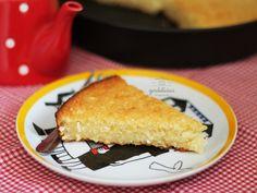 Bolo de Aipim. Ou macaxeira. Ou mandioca. Tanto faz o nome porque o resultado é um só. Uma delícia de bolo caseiro. Receita completa em http://gordelicias.biz.