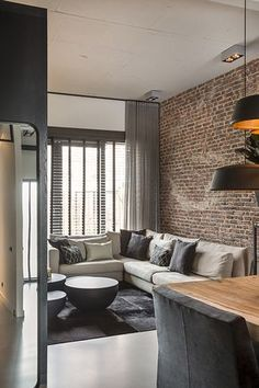 Urban Industrial Decor Tips From The Pros Have you been thinking about making changes to your home? Are you looking at hiring an interior designer to help you? Brick Interior, Home Interior Design, Interior Decorating, Loft Design, House Design, Living Room Designs, Living Room Decor, Home And Living, Sweet Home