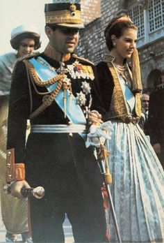 King Constantine and Queen Anne-Marie of Hellenes. Distant cousins and both descendants of Queen Victoria. Queen Anne, King Queen, Charles Et Camilla, Anne Maria, Greek Royalty, Greek Royal Family, Empire Ottoman, Royal Photography, Casa Real