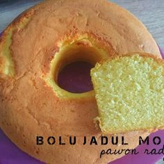 Bolu jadul moist (6 telor) Pastry Recipes, Cake Recipes, Snack Recipes, Dessert Recipes, Cooking Recipes, Banana Sponge Cake, Bolu Cake, Chocolate Truffle Cake, Resep Cake