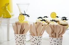 photo 20-baby_shower-mateo-fiesta-infantil-bebe-macarena_gea-amarillo-yellow-moustache-party_zpsf3344e63.jpg