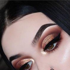 Gorgeous Makeup: Tips and Tricks With Eye Makeup and Eyeshadow – Makeup Design Ideas Glam Makeup, Eye Makeup Glitter, Cute Makeup, Gorgeous Makeup, Makeup Inspo, Eyeshadow Makeup, Bridal Makeup, Wedding Makeup, Makeup Inspiration