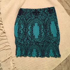 NWOT Green strapless top Veronica M. green strapless top. New without tags. Gathered at the bottom. Size Large. Very cute top! Get this for the Spring season, it layer a jean or black blazer over it to wear now! Veronica M. Tops