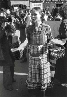 Berne, 1977 Manifestation spontanée pour la journée des femmes © Helga Leigundbut