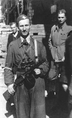 Officer of the Army Craiova with PPSh on the street of insurgent Warsaw - pin by Paolo Marzioli Warsaw Ghetto Uprising, Poland Ww2, Home Guard, Ww2 Pictures, Central And Eastern Europe, Red Army, My Heritage, Armed Forces, World War Ii
