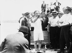 size: Photographic Print: Harry Houdini being handcuffed before being nailed into a crate and lowered into New York Bay, 1912 by George Grantham Bain : Great Photos, Old Photos, Chinese Water Torture, Easy Magic Tricks, Street Magic, Magic Show, Weird Stories, Get Out Of Debt, Stunts