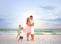 Professional Family Photographer from Destin to along the 30A area and specializing in large groups, children, H.S. Seniors, on the beach, city and greenery in our beautiful local area.