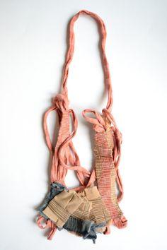 Sabina Tiemroth Ciudades invisibles III / 2013 Collar / Textil de descarte / Alpaca / Costura / Construcción / Coiling / Oxidación / 37 x 15 x 1 cm. Invisible cities III / 2013 Necklace / Fabric recycled / Alpaca / Sewing / Coiling / Oxidation / 37 x 15 x 1 cm.