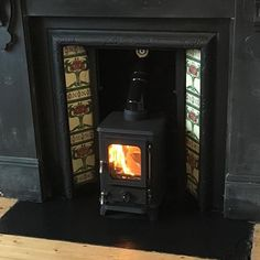 The Hobbit Stove is a small cast iron multi fuel stove from Salamander Stoves using the Turboblaze technology, the glass stays clean, is efficient and comes with 5 year guarantee. Wood Burner Fireplace, Dining Room Office, Multi Fuel Stove, Narrowboat, Log Burner, Lightbox, The Hobbit, Tiny House, Kitchen Design