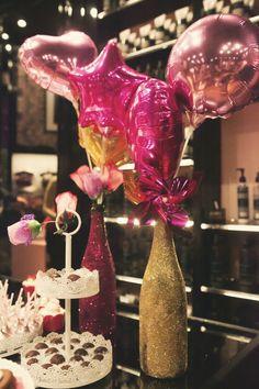 Um chá de lingerie pode ser lindo e prático ao mesmo tempo. A nossa noivinha Samille juntou o útil ao agradável ao fazer seu chá de lingerie em uma loja especializada. O lugar, por si só, já é bem bonito e decorado com um tema feminino e sexy. Ó...