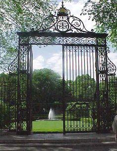 Conservatory Garden, Fifth Avenue entrance