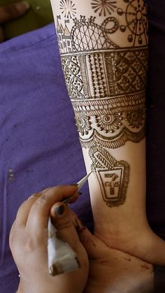 This Indian Bride wanted a unique henna design for her south asian wedding. She decided her mehndi to tell her story - so she chose Unique Mehndi Designs, Unique Henna Designs, Henna that tells a story, Mehndi Designer Henna Hand Designs, Mehndi Designs Finger, Mehndi Designs For Girls, Mehndi Designs For Beginners, Unique Mehndi Designs, Mehndi Design Photos, Mehndi Designs For Fingers, Beautiful Mehndi Design, Henna Tattoo Designs