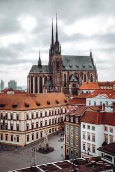The Brno Old Town Hall has amazing 360 degree views of the city, plus a surprise resident living in it's passageway. Photos, visitor information & more! Prague, Places To Travel, Places To Visit, Republic Pictures, Excursion, City Aesthetic, Rooftop Bar, Town Hall, Solo Travel