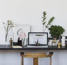 DECO ONLINE / Photograph: David Ross   #décor #homedecor #decorating #interiors #interiordesign #interiorstyle #interiorideas #homeoffice #officestyle #desk #workspace