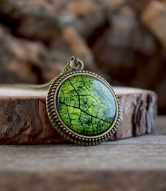 Leaf necklace, Green leaf pendant, Green necklace, Leaf jewelry, Green pendant, Nature necklace, Macro photo glass dome necklace