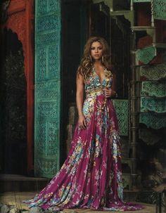 Lovely Bohemian Maxi Dress Modelled by Shakira :) Gypsy Style, Boho Gypsy, Hippie Style, Bohemian Style, Hippie Chic, Estilo Hippie, Hippie Masa, Modern Hippie, Shakira Style