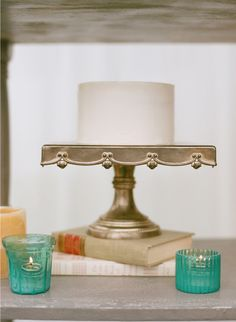 {Simple cake, awesome cake stand