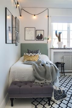 Modern bedroom with bedding, green headboard and golden cushion and lamps Home Bedroom, Modern Bedroom, Bedrooms, Green Headboard, Interior Design Boards, Inviting Home, Teenage Room, Cozy Room, My New Room