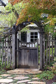 4 Interesting Tips AND Tricks: Balcony Fence Plants modern fence landscaping. Front Yard Fence, Farm Fence, Low Fence, Lattice Fence, Fence Landscaping, Backyard Fences, Garden Gates And Fencing, Garden Arbor With Gate, Fence Garden