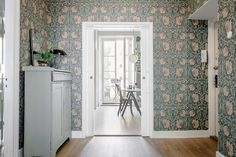 William Morris & co Pimpernel William Morris Wallpaper, William Morris Tapet, Morris Wallpapers, Living Room Scandinavian, Hallway Wallpaper, Wallpaper Roll, Living Room Green, Entrance Hall, Entry Hallway