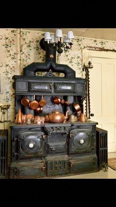 Victorian stove If you're interested in selling or buying a Victorian home Victorian plumbing fixtures or antiques anywhere in the country contact me www. Wood Stove Cooking, Kitchen Stove, Old Kitchen, Vintage Kitchen, Antique Wood Stove, How To Antique Wood, Victorian Kitchen, Victorian Homes, Cuisinières Vintage