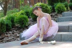 What do ballet shoes symbolize in a dream? What does a ballerina symbolize? Dream interpretation will explain the meaning of ballet. Angelina Ballerina, Ballerina Tutu, Ballet Tutu, Ballet Dancers, Ballet Barre, Ballet Class, Dance Images, Dance Photos, Pointe Shoes