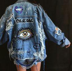 blaue Jeansshorts, blaue Jeansjacke und Bild einer beunruhigten Jacke blue denim shorts, blue denim jacket and image of a distressed jacket – – Denim Jacket Patches, Denim Shorts, Jacket Jeans, Painted Denim Jacket, Distressed Jean Jacket, Distressed Clothes, Denim Paint, Painted Shorts, Painted Jeans