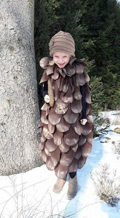 Carneval DIY Costume I Carnival costume fortune tellerCarneval DIY Costume I Carnival costume fortune teller, Carneval Costume DIY DIYCostumeplussize Fasching DIY costume for carnival: fancy pine cone costume for children .DIY costume for Cool Costumes, Halloween Costumes For Kids, Fall Halloween, Halloween Crafts, Halloween Party, Carnival Costumes, Baby Costumes, Diy Carnival, Carnival Decorations