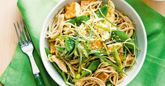Warm chicken and soba noodle salad Meals Under 500 Calories, 500 Calorie Meals, Warm Salad, Winter Salad, Asian Recipes, Healthy Recipes, Ethnic Recipes, Japanese Recipes, Savoury Recipes