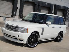 Range Rover Supercharged....add 24 inch chrome rims and this baby will be mine on graduation day! <3