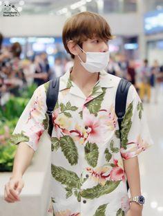 Baekhyun - 160901 Incheon Airport, arrival from Hawaii | Baekhyun + Hawaii shirt = happy me
