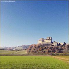 """""""Sun is shining""""  La #PicOfTheDay #turismoer di oggi si gode un pomeriggio di sole invernale sul panoramico sfondo del #Castello di #Torrechiara. Complimenti e grazie a @elenagatti4 / Today's #PicOfTheDay #turismoer enjoys a sunny afternoon of Winter in the scenic background of #Torrechiara #Castle. Congrats and thanks to @elenagatti4"""