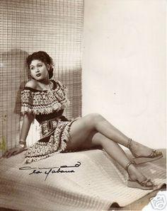 #ExpresiónLatina: Hoy recordamos a la reina del bolero, la incomparable Olga Guillot, una cubana mundial, sobresaliente, emotiva, intensa, de interpretaciòn inigualable, soberbia presencia en el escenario. Un canto eterno. Te extrañamos maestra.  Aqui les dejo uno de sus éxitos, grabado con la Orquesta de los Hermanos Castro en 1956, Que dirias de mi, inspiración de María Grever.   Lo nuestro es pasiòn por la música latina. Otra cosa!