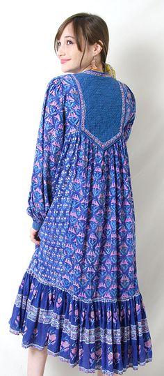 #bohemia #hippiedress #fuzzybellas #rosebowlflea #blockprint #gypsy #festival #phool #adini #sultana #kaiser #judithanne #paisleyprint #gauzecotton #gauzedress #vintageindiandress #lurex #ritakumer #baugh Hippie Dresses, Indian Dresses, Modest Outfits, Boho Outfits, Vintage India, Gauze Dress, Abayas, Gypsy Style, Hippie Chic