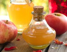 Why buy commercial apple cider vinegar? Making apple cider vinegar at home is easy with this step-by-step guide. Enjoy the many benefits of apple cider vinegar diet, lose weight and stay healthy. Make Apple Cider Vinegar, Apple Cider Vinegar Remedies, Vinegar Weight Loss, Vinegar Uses, Vinegar Hair, Apple Cider Benefits, Tips And Tricks, Natural Antibiotics, Natural Home Remedies