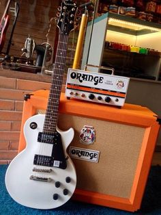 Epiphone Les Paul Studio Ltd. Tiny Oranges, Epiphone Les Paul, Vintage Guitars, Cool Guitar, Studio, Gadgets, Posters, Rock, Classic