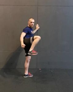 Boxing Training Workout, Mma Workout, Kickboxing Workout, Gym Workout Videos, Gym Workout For Beginners, Workouts, Self Defense Moves, Self Defense Martial Arts, Martial Arts Workout
